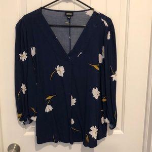 A.n.a. Blue v-neck floral-patterned top Large.